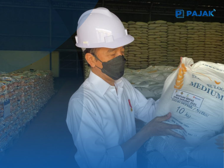 Jokowi Pastikan Bulog Mulai Salurkan Bantuan Beras